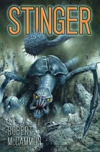 Cover for Stinger by Robert McCammon. An enormous mutated scorpion creature crashes through a rocky mountain to get at a small car.